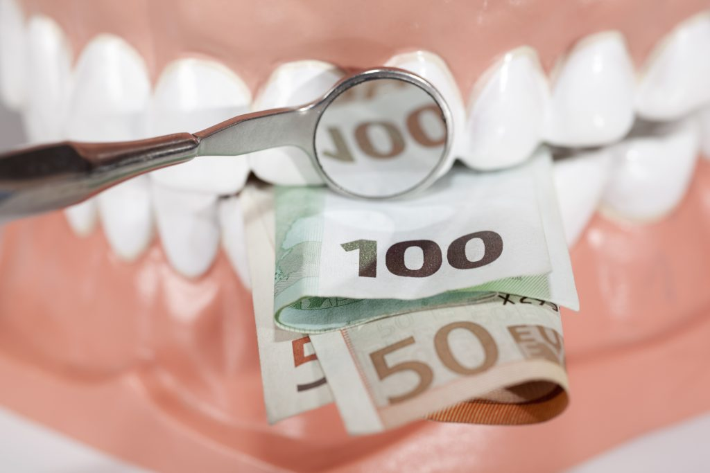 Dental Implants Manchester – How Much Do They Cost And Why?